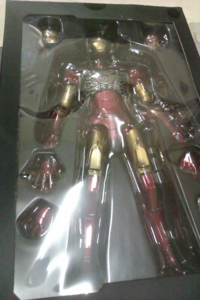 IMAG0160 682x1024 Hot Toys Iron man faded armor.