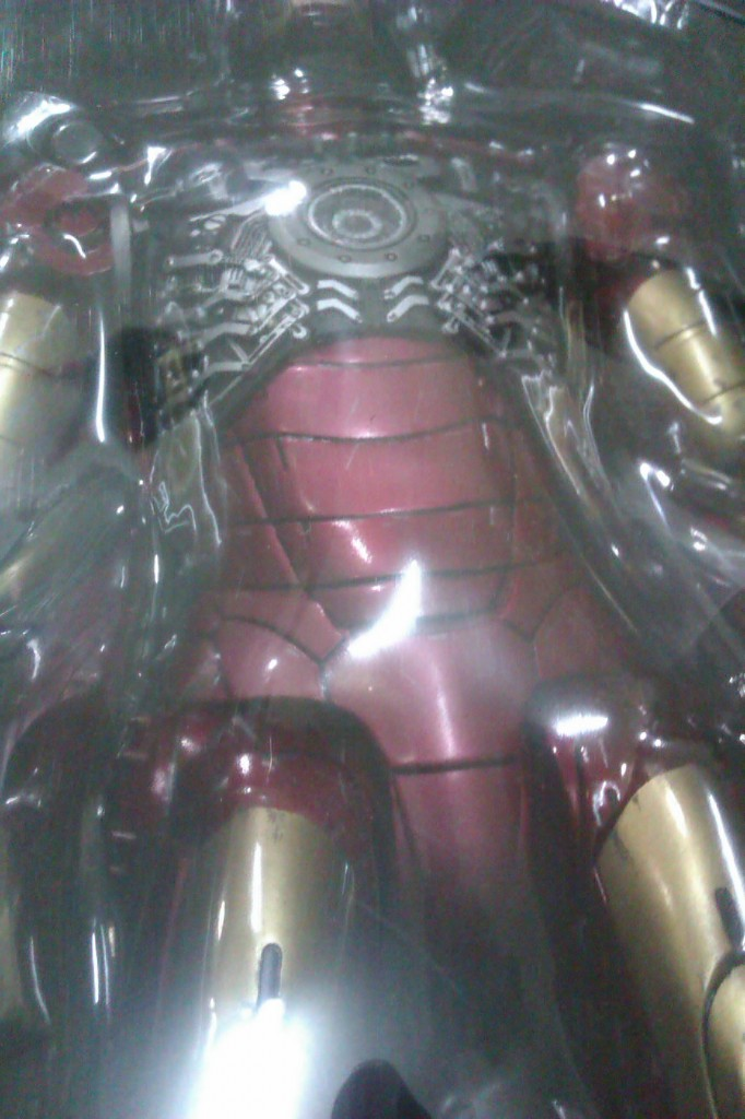 IMAG0161 682x1024 Hot Toys Iron man faded armor.